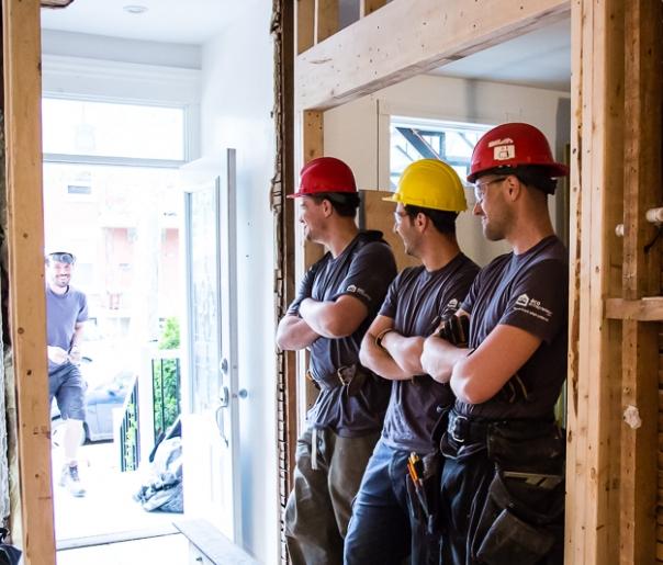 Ouvrier sur chantier -Écoentrepreneur